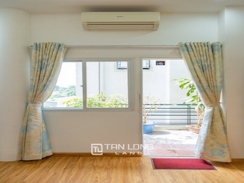 Bright apartment for rent in Au Co street, Tay ho district 4