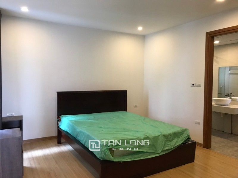 Bright apartment for rent in Au Co street, Tay ho district 5