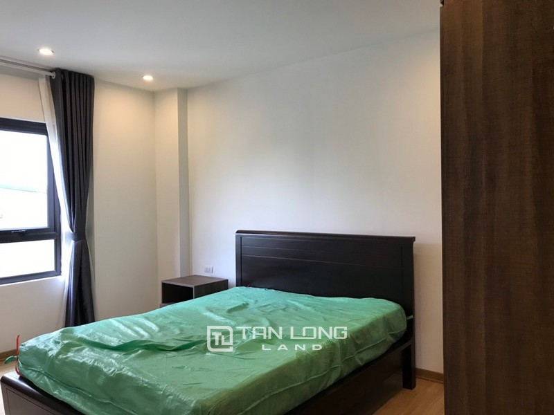 Bright apartment for rent in Au Co street, Tay ho district 6