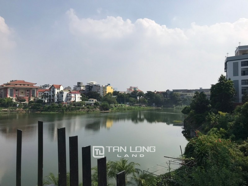 Bright apartment for rent in Au Co street, Tay ho district 7
