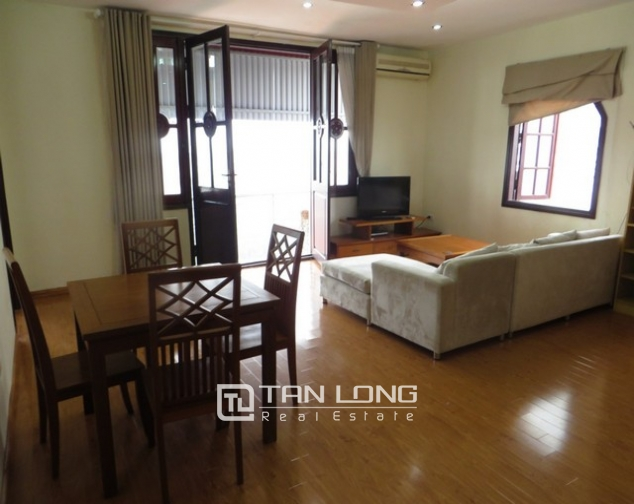 Bright apartment in Xuan Dieu street, Tay Ho district, Hanoi for lease 3