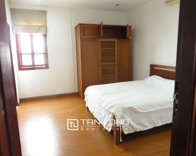 Bright apartment in Xuan Dieu street, Tay Ho district, Hanoi for lease 4