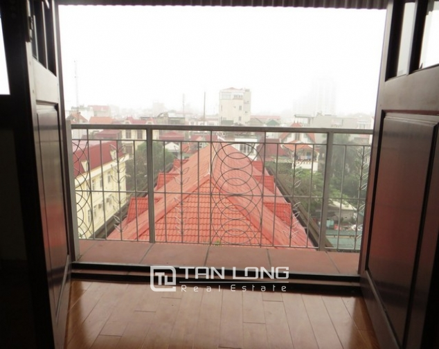 Bright apartment in Xuan Dieu street, Tay Ho district, Hanoi for lease 5