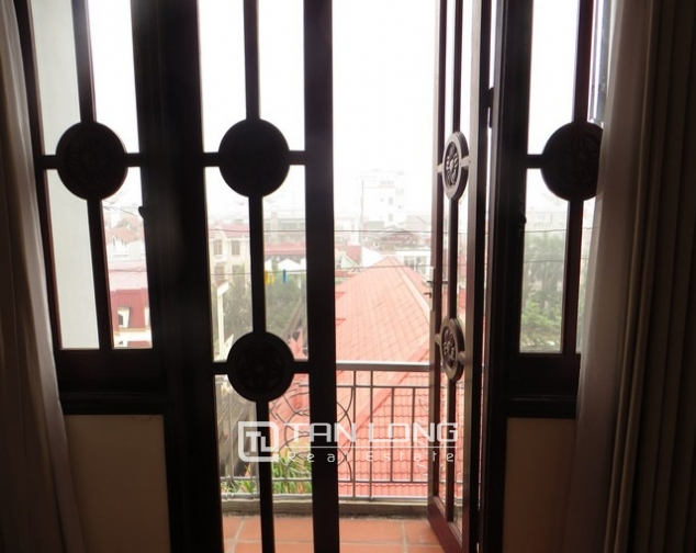 Bright apartment in Xuan Dieu street, Tay Ho district, Hanoi for lease 6