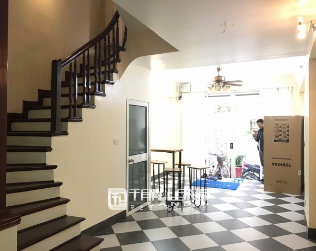 Bright house in Dang Thai Mai street,Tay Ho dist for lease 3