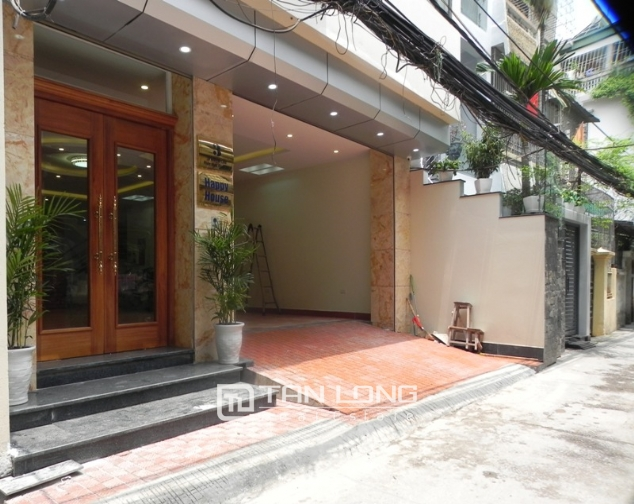 Bright studio serviced apartment in Pham Ngoc Thach, Dong Da for lease 2