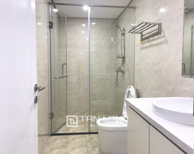 Budget 3 bedroom apartment for rent in De Le Roi Soleil, Quang An, Tay Ho 8