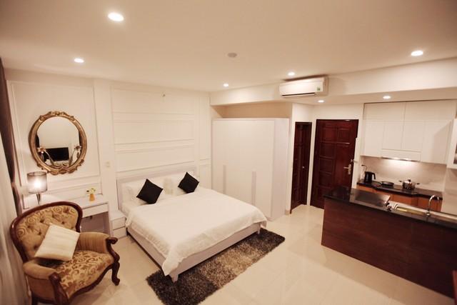 Charming 1 bedroom serviced apartment rental with street view in Ngo Quyen, Hoan Kiem