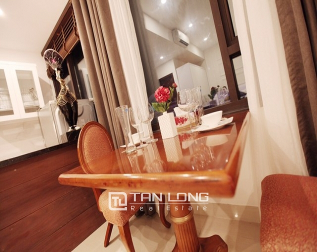 Charming 1 bedroom serviced apartment rental with street view in Ngo Quyen, Hoan Kiem 2