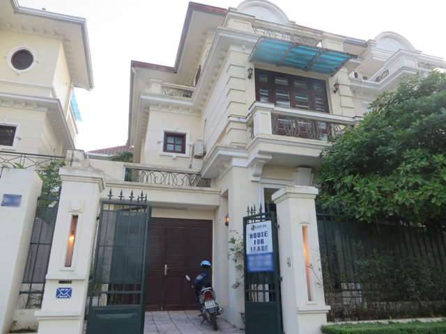 Charming 4 bedroom villa with yard for rent in D4 Ciputra, Bac Tu Liem dist, Hanoi
