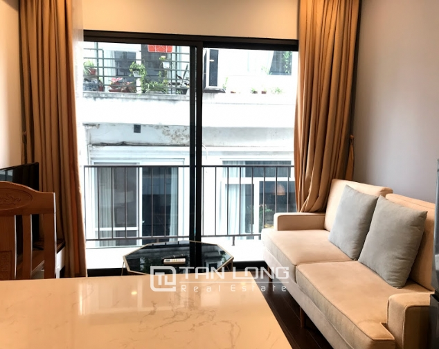 Cheap 1 bedroom apartment for rent on Tu Hoa street, Tay Ho district 1