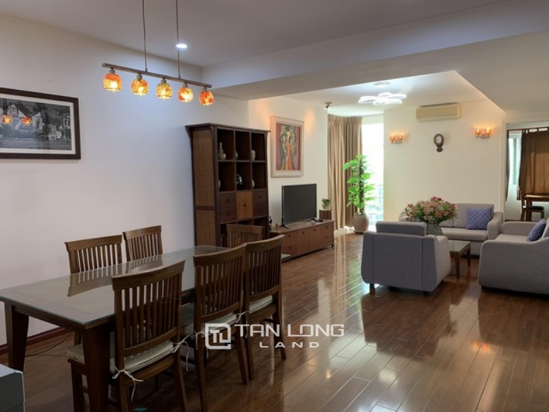Cheap and nice furnished 3 bedroom apartment for rent in E1 Ciputra Tay Ho 1