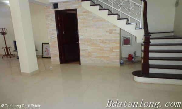 Cheap and nice villa rental in C1 Ciputra Hanoi 10