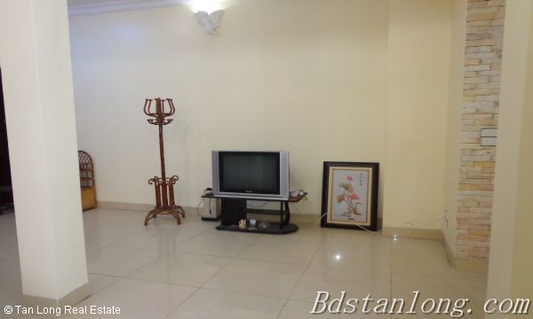 Cheap and nice villa rental in C1 Ciputra Hanoi 6