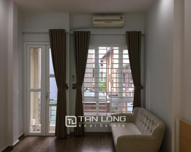 Cheap apartment for rent on Lac Long Quan Street 1