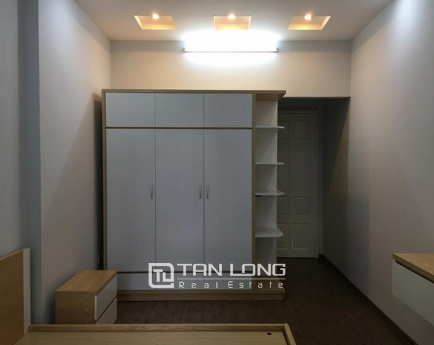 Cheap apartment for rent on Lac Long Quan Street 4
