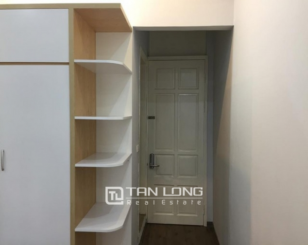Cheap apartment for rent on Lac Long Quan Street 5