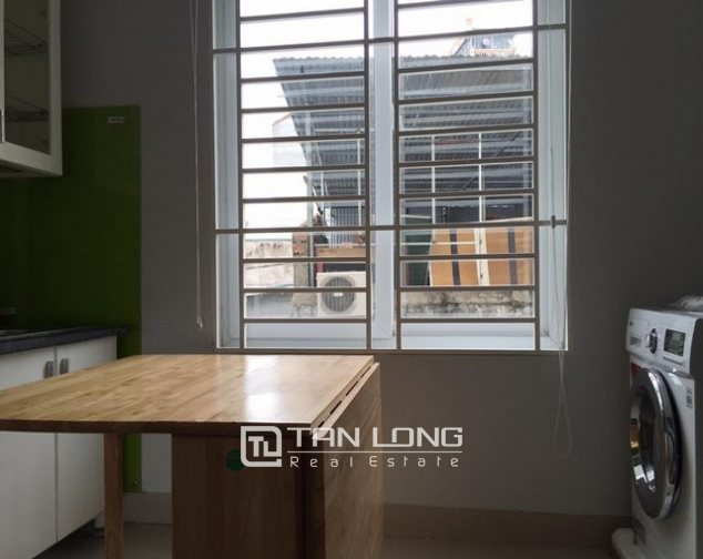 Cheap apartment for rent on Lac Long Quan Street 6