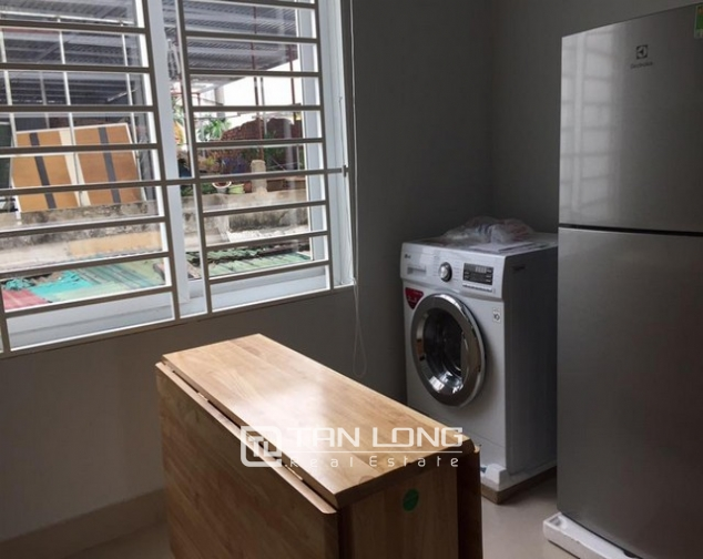 Cheap apartment for rent on Lac Long Quan Street 7