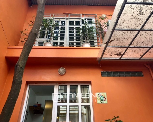 Cheap house for rent in Au Co street, Tay Ho district! 1