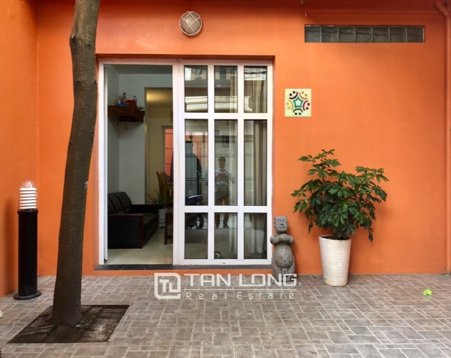 Cheap house for rent in Au Co street, Tay Ho district! 2