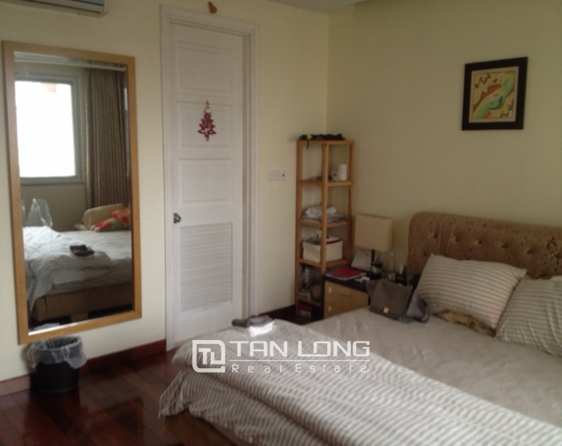 Cozy 3 bedroom apartment in E5 Ciputra Hanoi for sale 8