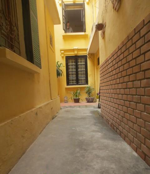 Nice Cheap Houses For Rent: Fancy House With 2 Bedrooms, Nice Courtyard, Terrace And