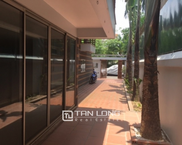 Fantastic 4 bedroom villa for rent in Dang Thai Mai, Tay Ho, Hanoi 2
