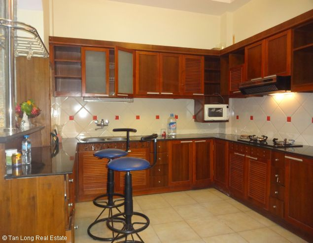 Full furnished house for rent in Au Co street, Tay Ho district, $800 8