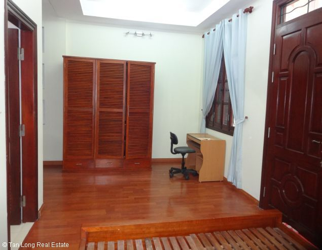 Full furnished house for rent in Au Co street, Tay Ho district, $800 4
