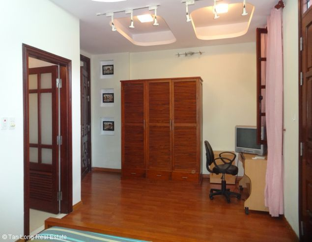 Full furnished house for rent in Au Co street, Tay Ho district, $800 9