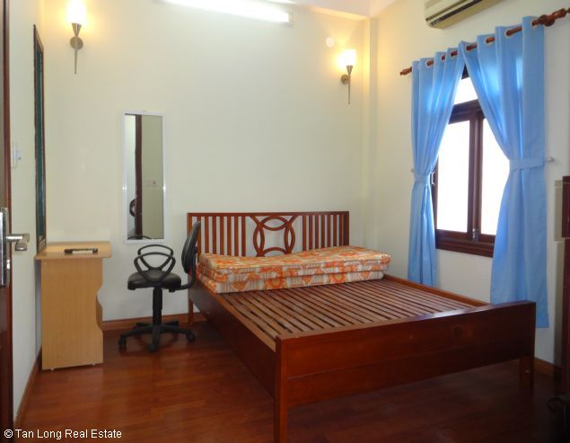 Full furnished house for rent in Au Co street, Tay Ho district, $800 2