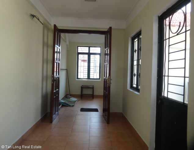 Full furnished house for rent in Au Co street, Tay Ho district, $800 5