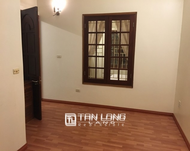 Full opulent furnishing house in Xuan Dieu street, Tay Ho dist for lease 9