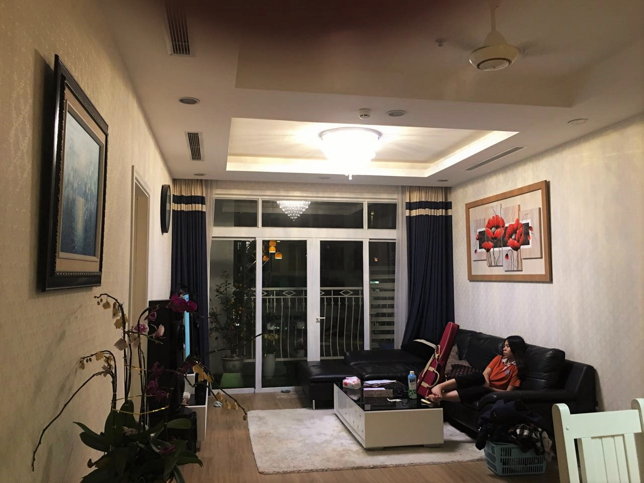 Fully decorated 2 bedroom apartment for rent in R4 Vinhomes Royal City, Hanoi