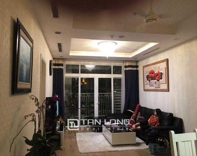 Fully decorated 2 bedroom apartment for rent in R4 Vinhomes Royal City, Hanoi 3