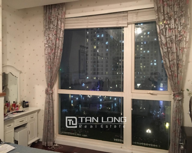 Fully decorated 2 bedroom apartment for rent in R4 Vinhomes Royal City, Hanoi 8