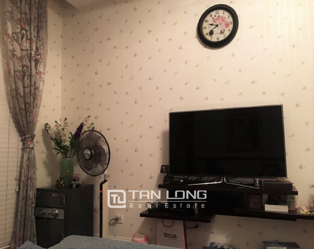 Fully decorated 2 bedroom apartment for rent in R4 Vinhomes Royal City, Hanoi 9