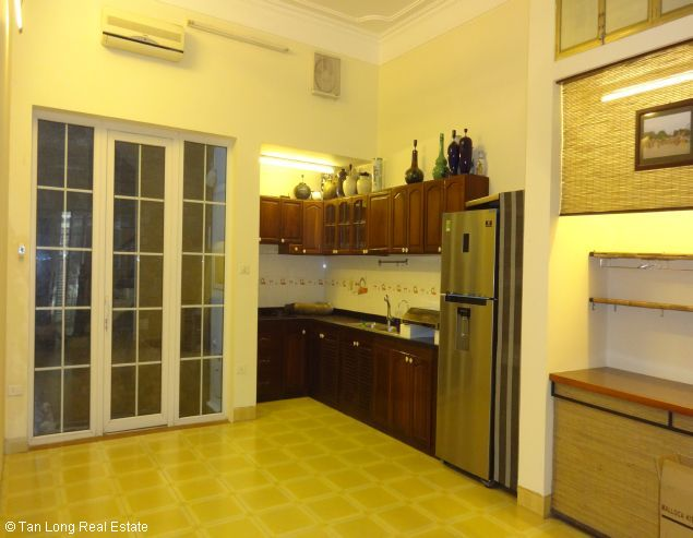 Fully furnished house for rent in Au Co street, Tay Ho District, Hanoi. 4