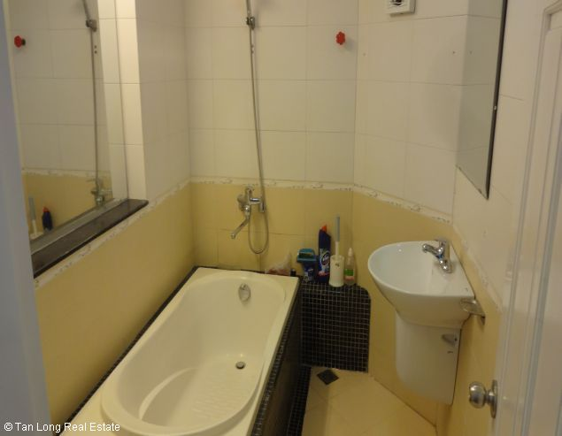 Fully furnished house for rent in Au Co street, Tay Ho District, Hanoi. 2