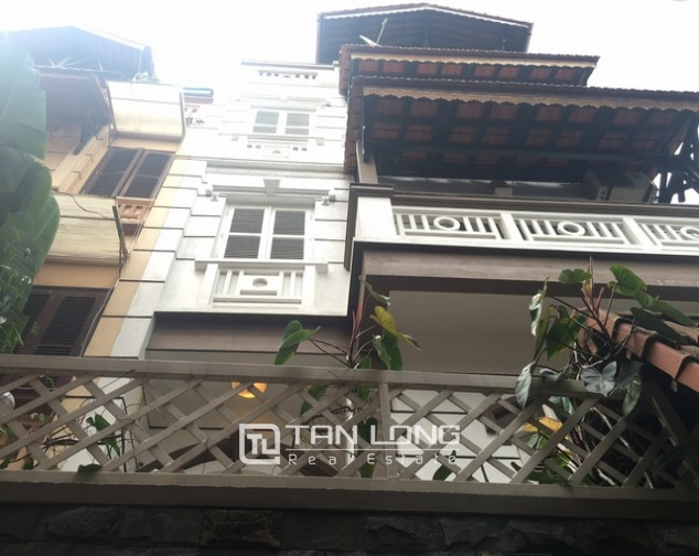Fully furnished house for rent in Nghi Tam st, Tay Ho dist, Hanoi 1