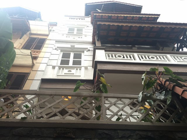 Fully furnished house for rent in Nghi Tam st, Tay Ho dist, Hanoi