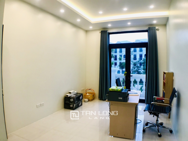FULLY FURNISHED VINHOMES OCEAN PARK VILLA TO LEASE 9