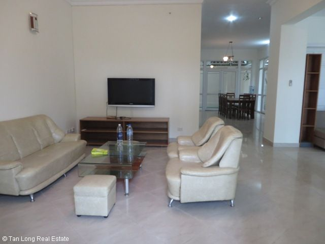 Furnished 3 story villa with 4 bedrooms, balcony, courtyard, garden for lease in D4 Ciputra, Hanoi. 4