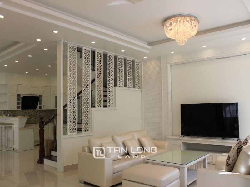 Furnished Semi-detached Vinhomes Riverside Villa To Lease 4