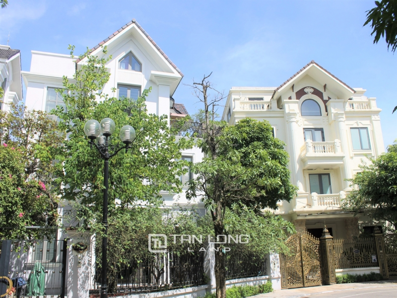 Furnished Semi-detached Vinhomes Riverside Villa To Lease 10