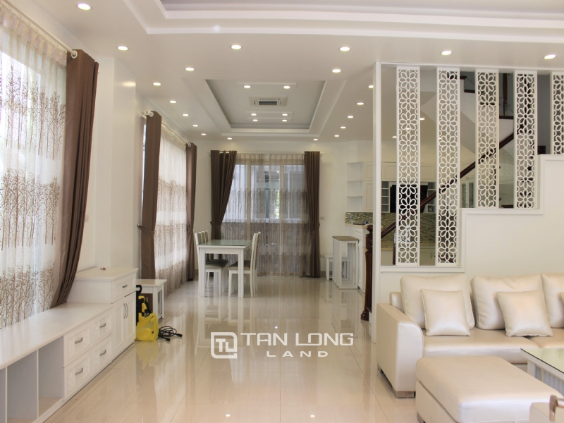 Furnished Semi-detached Vinhomes Riverside Villa To Lease 11
