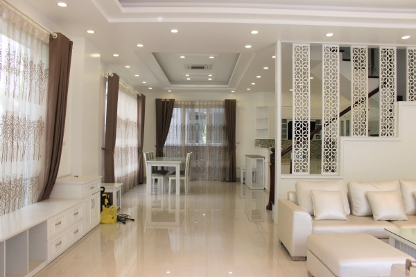 Furnished Semi-detached Vinhomes Riverside Villa To Lease