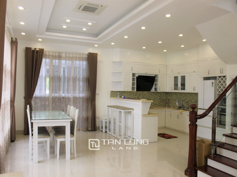 Furnished Semi-detached Vinhomes Riverside Villa To Lease 19