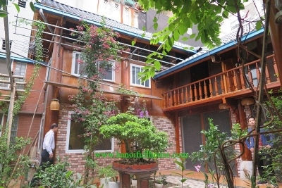 Garden house with 2 bedrooms for rent on Hoang Hoa Tham, Ba Dinh district